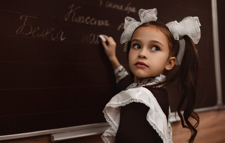 Photo wallpaper look, dress, girl, form, Board, schoolgirl, school, child, lesson, apron, bows, tails, student, Alexei Batalov