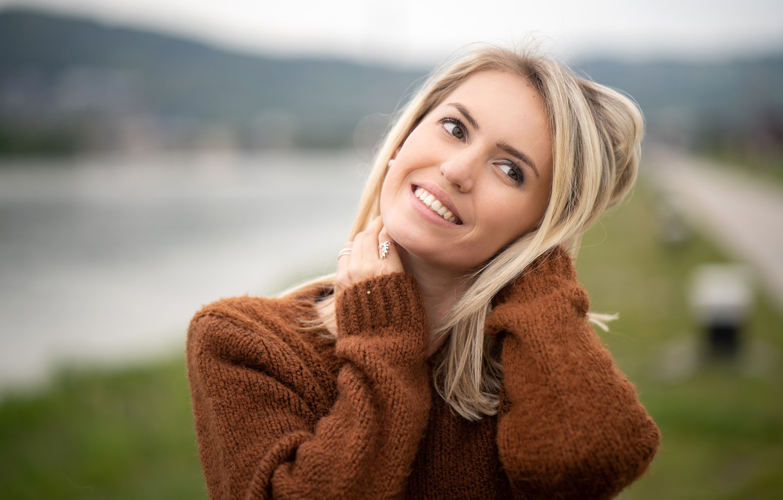 Photo wallpaper pose, smile, background, model, portrait, makeup, hairstyle, blonde, beauty, bokeh, jumper, Lara, Martin Ecker, Mr. …